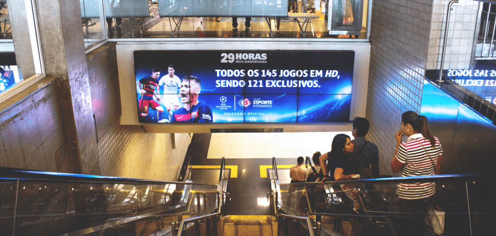 mídia em aeroporto